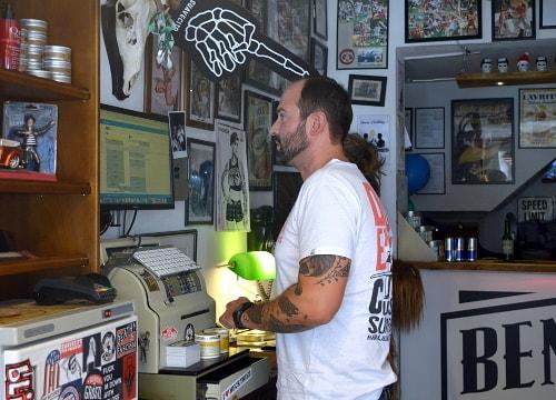 Das Bild zeigt Friseur Benny Jahns von Bennys Haircut